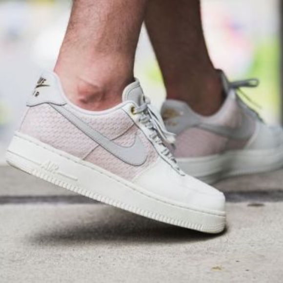 competitive price 89882 c57c8 Men s Nike Air Force 1 LV8 07 (Size 11)